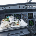 Do Pilots Eat In The Cockpit?